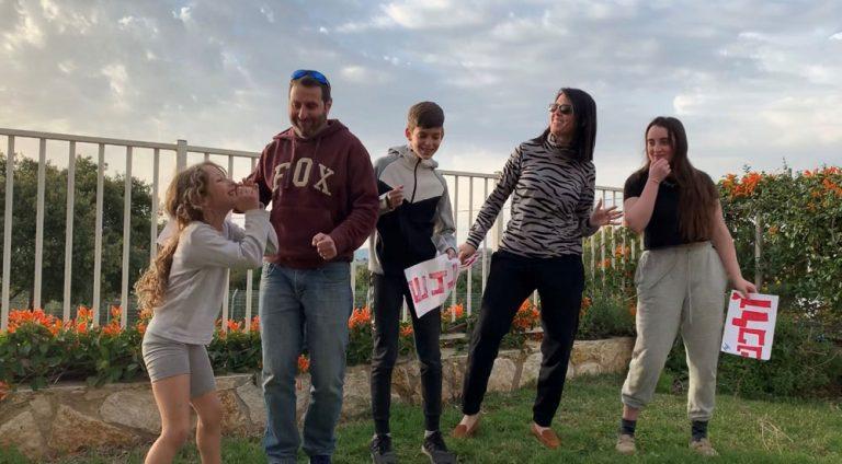 יעל רון בן משה עם המשפחה בביתה
