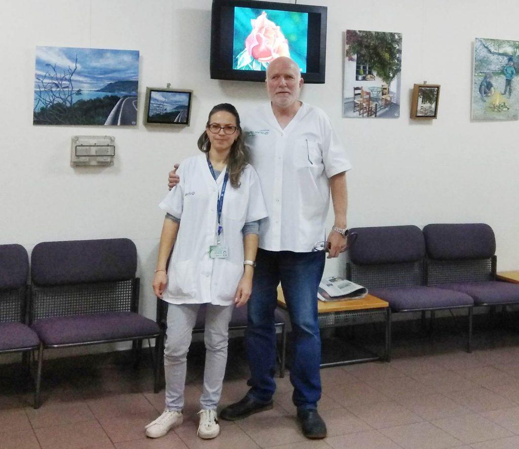 """ד""""ר קלינסקי עם האחות אנה באחת מפתיחות האחת התערוכות במרפאה"""